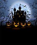 Il fondo di Halloween con le zucche spaventose e Dracula fortificano Illustrazione Vettoriale