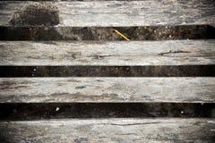 Il fondo di lerciume dell'estratto del banco di legno, mette a fuoco il benche di legno lungo fotografie stock