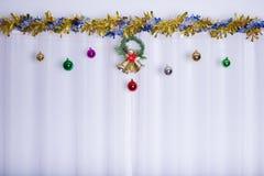 Il fondo di Natale, campana decora Immagine Stock