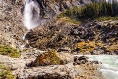 Il fondo di Takakkaw cade in Yoho National Park in Rocky Mountains Fotografie Stock
