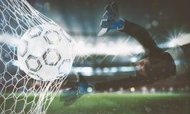 Il fondo di un pallone da calcio segna uno scopo sulla rete rappresentazione 3d Immagine Stock Libera da Diritti