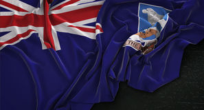 Il fondo scuro 3D di Falkland Islands Flag Wrinkled On rende Fotografia Stock
