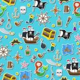 Il fondo senza cuciture dell'argomento di pirateria ed il viaggio marittimo colorano le icone dello stiker su fondo blu Immagini Stock