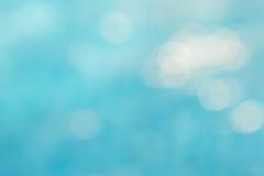 Il fondo verde blu astratto della sfuocatura, wallpaper l'onda blu con la s Immagini Stock Libere da Diritti