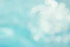Il fondo verde blu astratto della sfuocatura, wallpaper l'onda blu con la s Immagine Stock