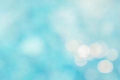 Il fondo verde blu astratto della sfuocatura, wallpaper l'onda blu con la s Fotografie Stock Libere da Diritti