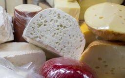 Il formaggio georgiano del ` di Guda del ` e un altro formaggio da vendere al mercato immagine stock libera da diritti