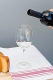 Il formaggio, il bicchiere e la bottiglia del Malbec wine Immagini Stock