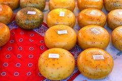 Il formaggio olandese delizioso all'agricoltori commercializza 2/4 immagini stock libere da diritti