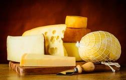 Il formaggio scrive dentro la natura morta Immagine Stock