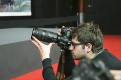 Il fotografo partecipa alla conferenza stampa dei vincitori del premio immagine stock libera da diritti