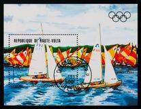 Il francobollo di Alto Volta mostra a giochi olimpici 1984, serie di regata dei giochi olimpici, circa 1984 Immagini Stock Libere da Diritti