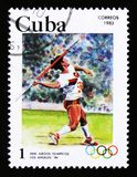 Il francobollo di Cuba mostra il giavellotto, i 23th giochi olimpici dell'estate, Los Angeles 1984, U.S.A., circa 1983 Fotografie Stock Libere da Diritti