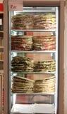 Il frigorifero con i lotti dei panini farciti ha chiamato Spianata o Fotografie Stock Libere da Diritti