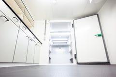 Il frigorifero della stanza immagine stock libera da diritti