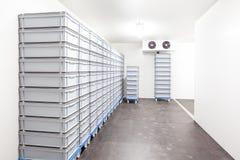 Il frigorifero della stanza fotografie stock libere da diritti
