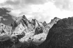 Il fronte del nord della montagna delle alpi di Rhaetian in Switzerla Immagine Stock