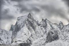 Il fronte del nord della montagna delle alpi di Rhaetian in Switzerla Fotografia Stock