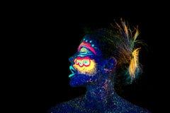 Il fronte del ritratto della donna, stranieri addormentati, trucco ultravioletto Bella donna blu immagini stock libere da diritti