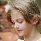 Il fronte della bambina mostra il disappunto immagine stock