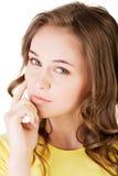 Il fronte della bella giovane donna. Fotografie Stock Libere da Diritti