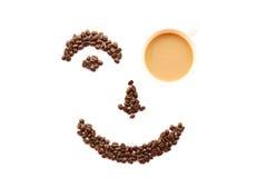 Il fronte felice ha modellato dei chicchi di caffè con la tazza Immagini Stock