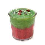 Il frullato rosa verde dentro glassed con i semi di zucca e rapberry ed il sesamo su bianco Fotografia Stock