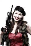 Il fucile della holding della ragazza islated su priorità bassa bianca Fotografia Stock