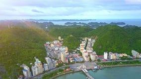 Il fuco mostra Nizza la stazione turistica con gli hotel sulla riva della baia dell'oceano