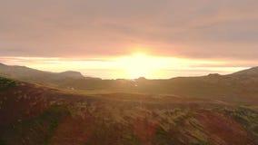 Il fuco rivela il tramonto maestoso sopra le montagne archivi video