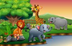 Il fumetto degli animali sta godendo della natura dal fiume royalty illustrazione gratis