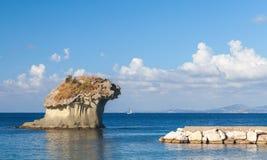 Il Fungo,在蘑菇形状的著名岩石  库存图片