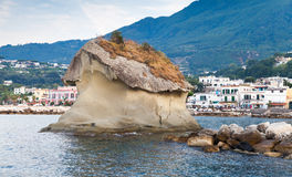 Il Fungo av Lacco Ameno, Ischia ö, Italien Arkivfoton