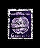 Il funzionario timbra per la posta B IV, serie dell'amministrazione, circa 1956 Immagine Stock Libera da Diritti