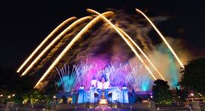 Il fuoco d'artificio famoso delle stelle di Hong Kong Disneyland Immagine Stock Libera da Diritti