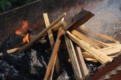Il fuoco del fuoco nella griglia Immagine Stock