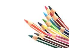 Il fuoco selettivo del mazzo di colore disegna a matita con la banda, fondo bianco Fotografia Stock