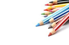 Il fuoco selettivo del mazzo di colore disegna a matita con la banda, fondo bianco Immagine Stock