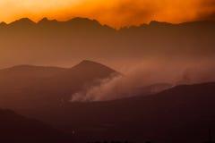 Il fuoco sul Ridge fotografie stock