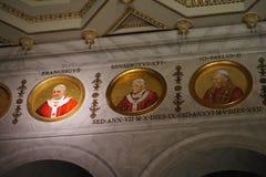 Il fuori papale le Mura di San Paolo della basilica Immagine Stock Libera da Diritti
