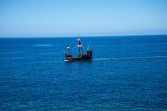 Il galeone fuori da Camara de Lobos è un paesino di pescatori vicino alla città di Funchal ed ha alcune di più alte scogliere nel Immagine Stock Libera da Diritti