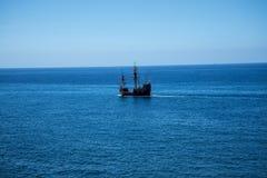 Il galeone fuori da Camara de Lobos un paesino di pescatori vicino alla città di Funchal ed ha alcune di più alte scogliere nel m Fotografia Stock