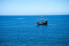Il galeone fuori da Camara de Lobos un paesino di pescatori vicino alla città di Funchal ed ha alcune di più alte scogliere nel m Immagini Stock