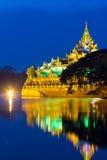 Il galleggiamento barge dentro Rangoon Myanmar fotografie stock libere da diritti