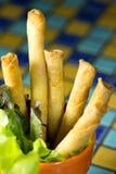 Il gamberetto fritto nel grasso bollente rotola sul mosaico Fotografia Stock Libera da Diritti