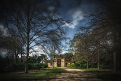 Il gatehouse all'estremità dell'azionamento fotografia stock