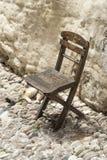 Il gatto ed il vecchio sedile Cobbled la vecchia città Rhodes Greece della via Fotografia Stock Libera da Diritti