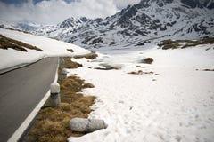 Il Gavia di Passo, 2621m, è un passaggio di alta montagna nelle alpi italiane Fotografia Stock