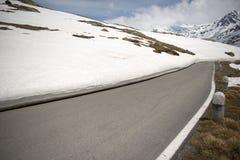 Il Gavia di Passo, 2621m, è un passaggio di alta montagna nelle alpi italiane Immagine Stock