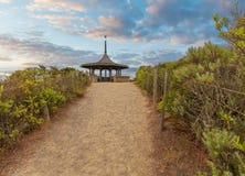 Il gazebo dell'allerta di Coppins al crepuscolo Spiaggia della parte posteriore di Sorrento, mattina Fotografia Stock